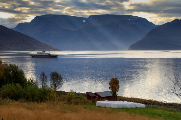 Ferry servicing Rv 81 crossing the Lyngen fjord