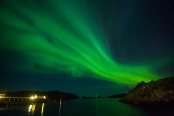 Aurora borealis (northern lights) from Nyvågar Rorbuhotell, looking south-east towards Vestfjorden