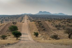 Road to N/a'an ku sê (Naankuse) Lodge